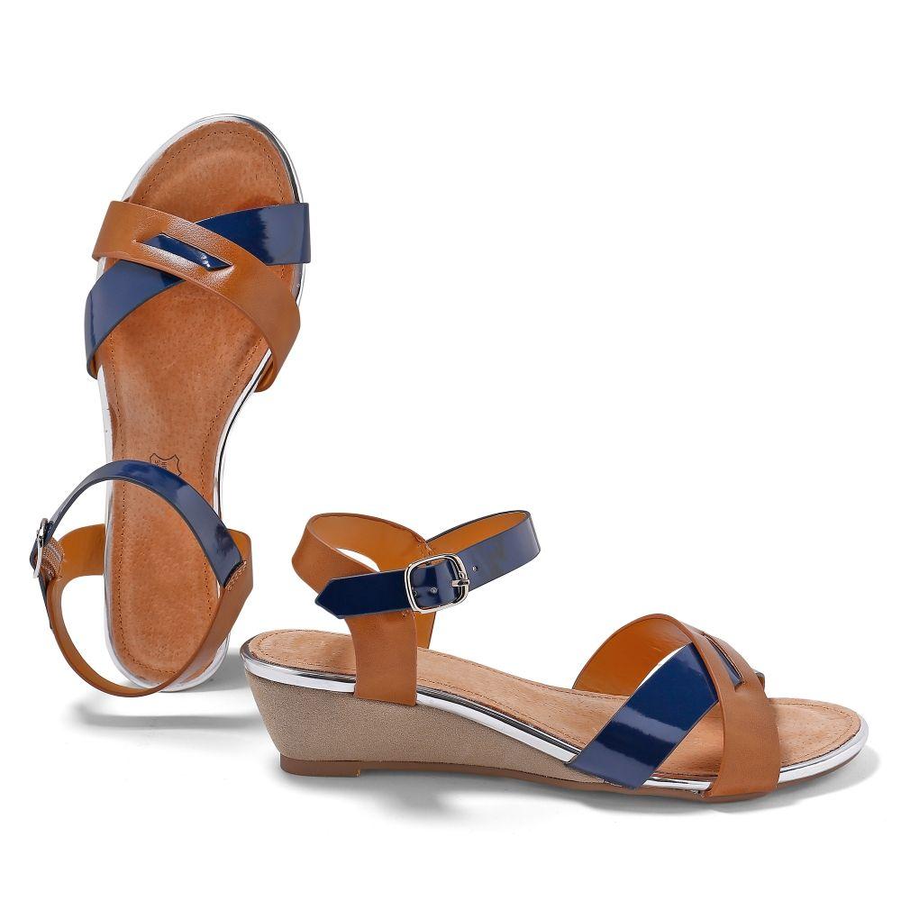 Sandales compensées bicolores : vous êtes vernie ! #shoes #sandales #chaussures #modefemme #blancheporte