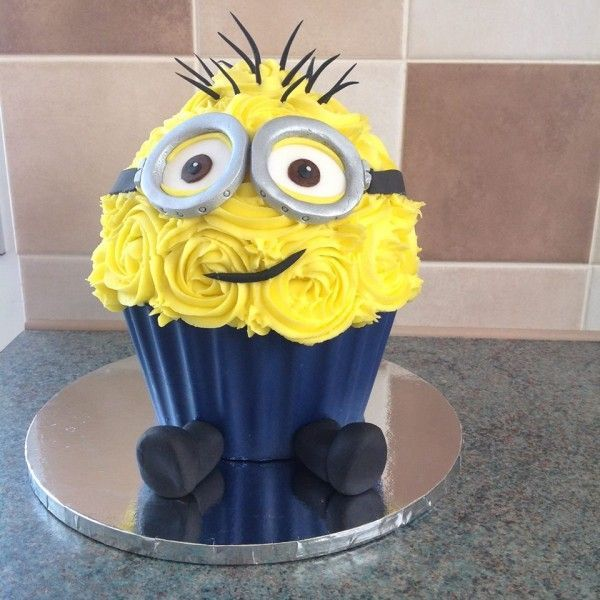 Giant Cupcake Cake Minions | Kids - Minions Food and Crafts ...