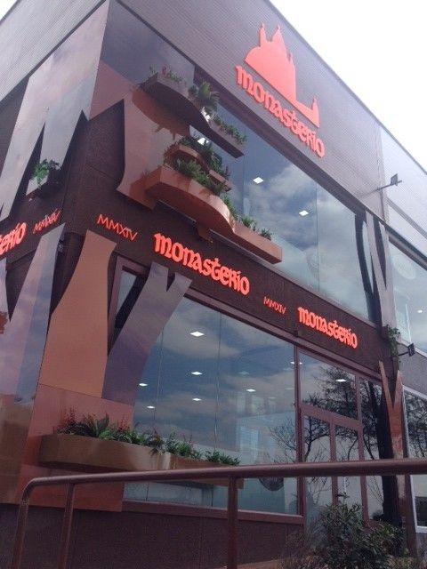 Fachada diseño restaurante