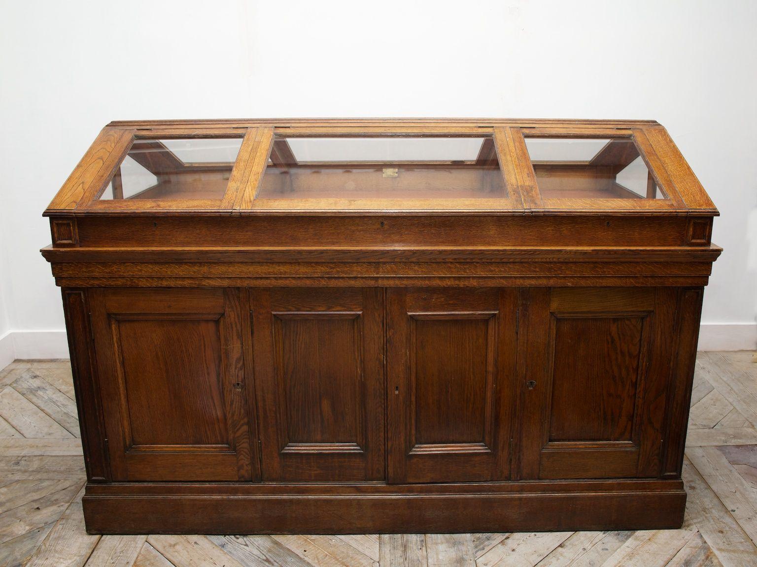 Oak Museum Display Case 1890s 2 For The Home Pinterest  # Bonnetiere En Pin Brute