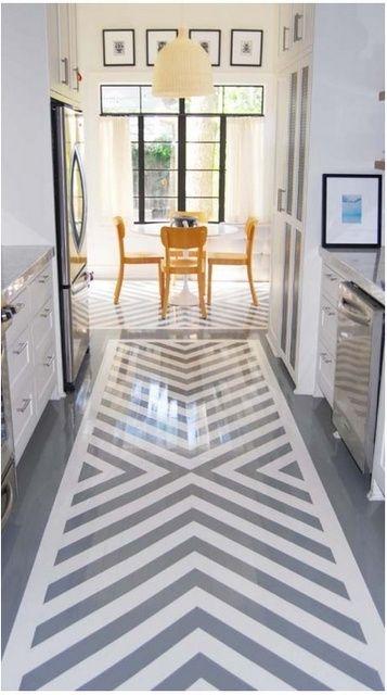 """Harmaa ja valkoinen! Keittiön maalattu lattia, hieno """"mattomainen"""" kuviointi."""