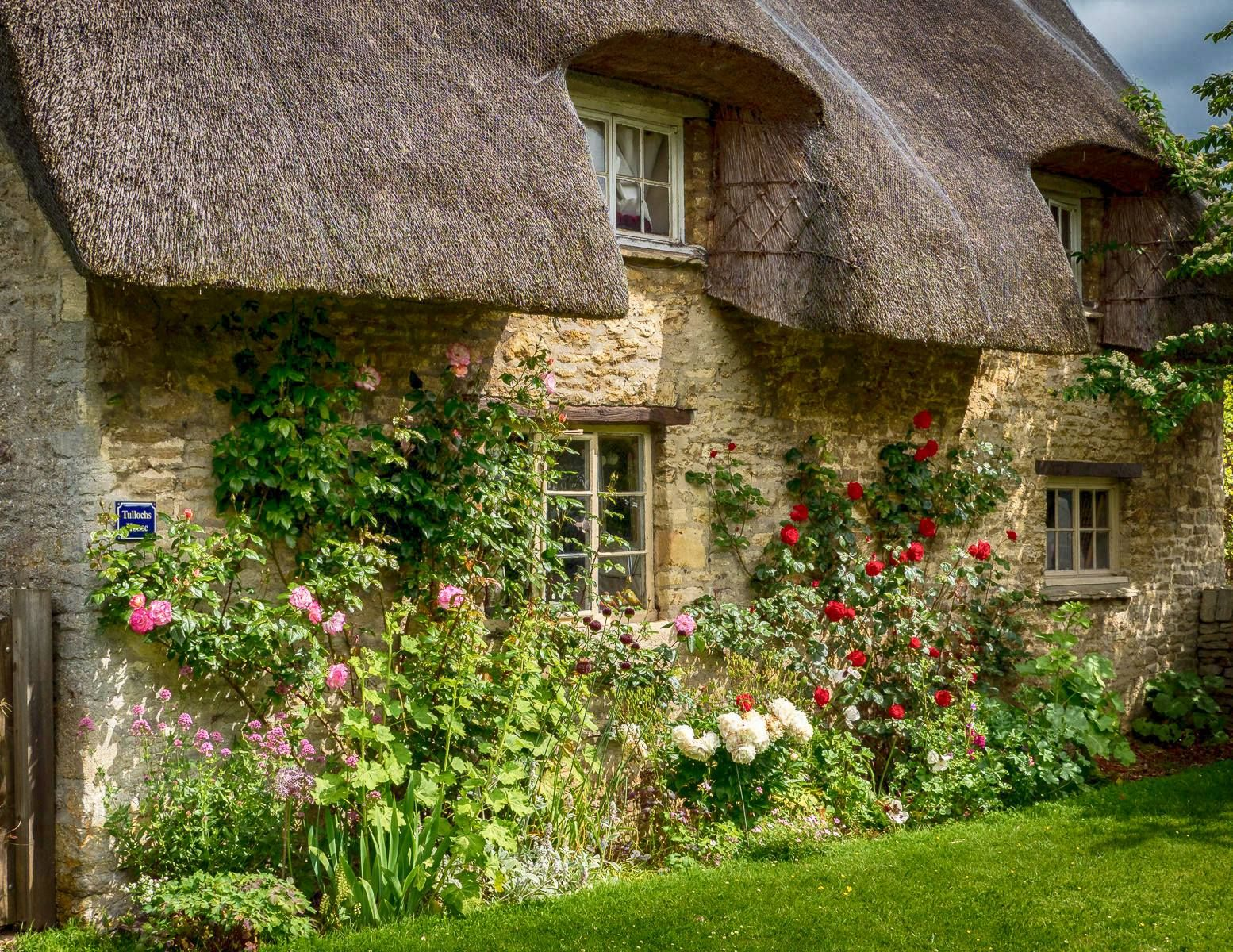 Lovely Old Thatched Cottage In The Village Of Minster Lovell In The Cotswolds Of Oxfordshire Cottage Style English Cottage Garden Romantic Cottage