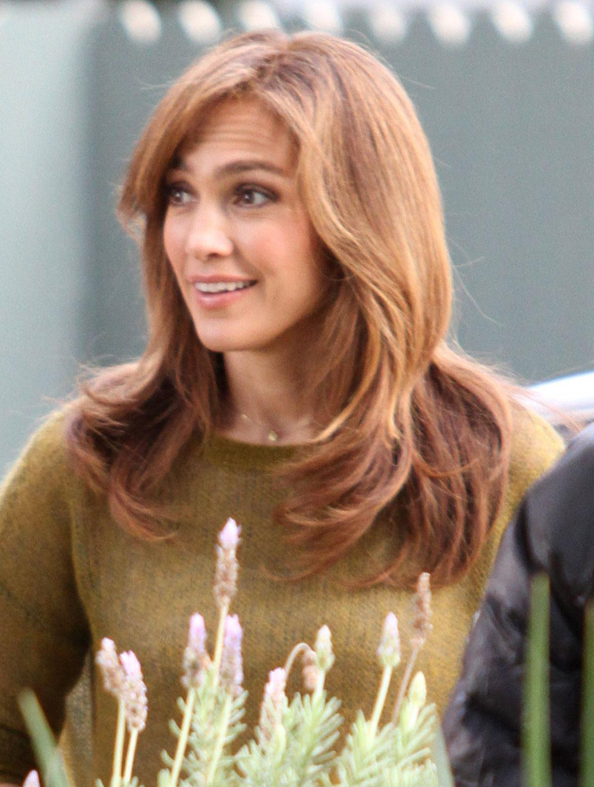 Jennifer Lopez On The Set Of The Boy Next Door In Los Angeles Jennifer Lopez Cool Hairstyles Help Hair Grow
