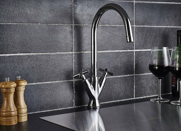 Schwarze Fliesen und Fugen in Silber für die Küchenrückwand - fliesen für küchenwand