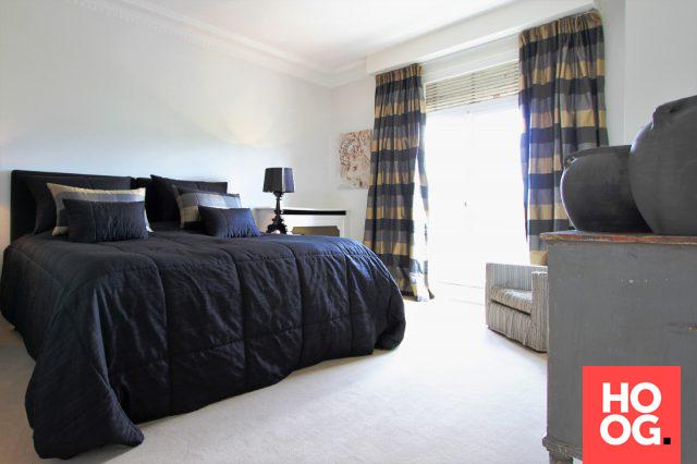 Slaapkamer inrichting met tweepersoonsbed | slaapkamer ideeën ...