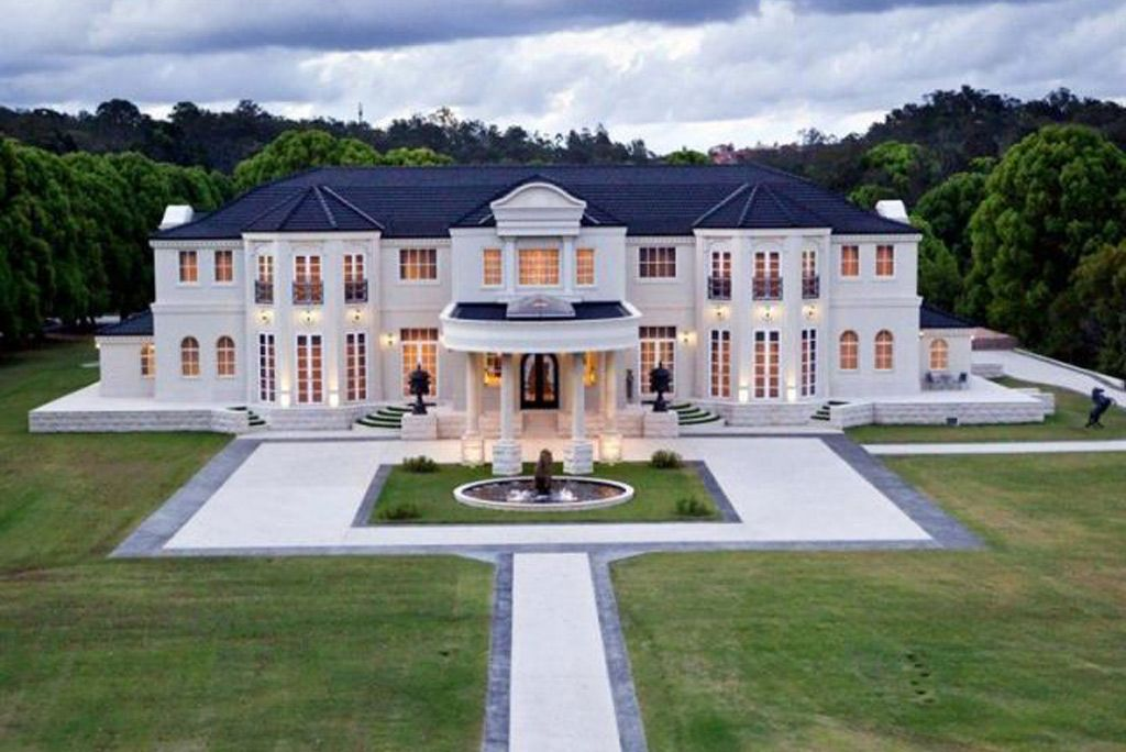 Gold Coast Hinterland Mansion Sells For Half Its Cost Mansions Luxury Homes Dream Houses Mansions Homes
