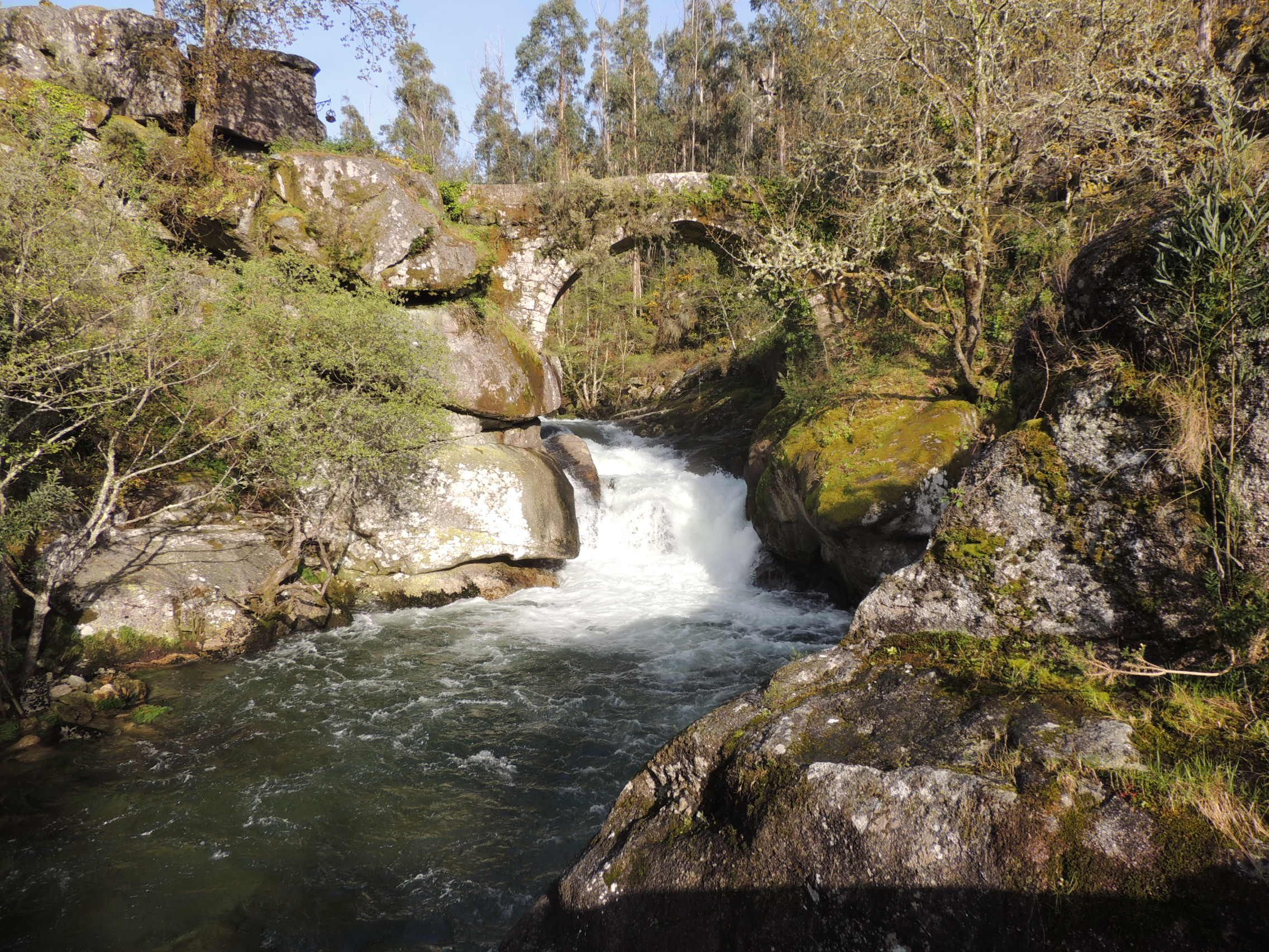 Ponte sobre o rio Almofrei Almofrei ( Pontevedra)