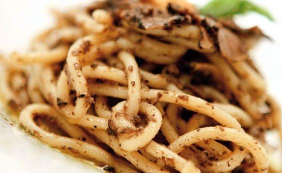 Strangozzi al Tartufo: Umbrian thick noodles with black pepper.