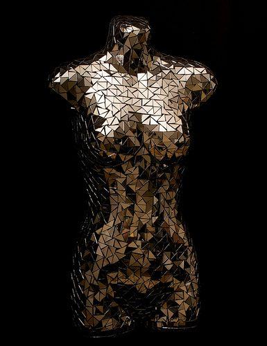 Mirrored mannequin