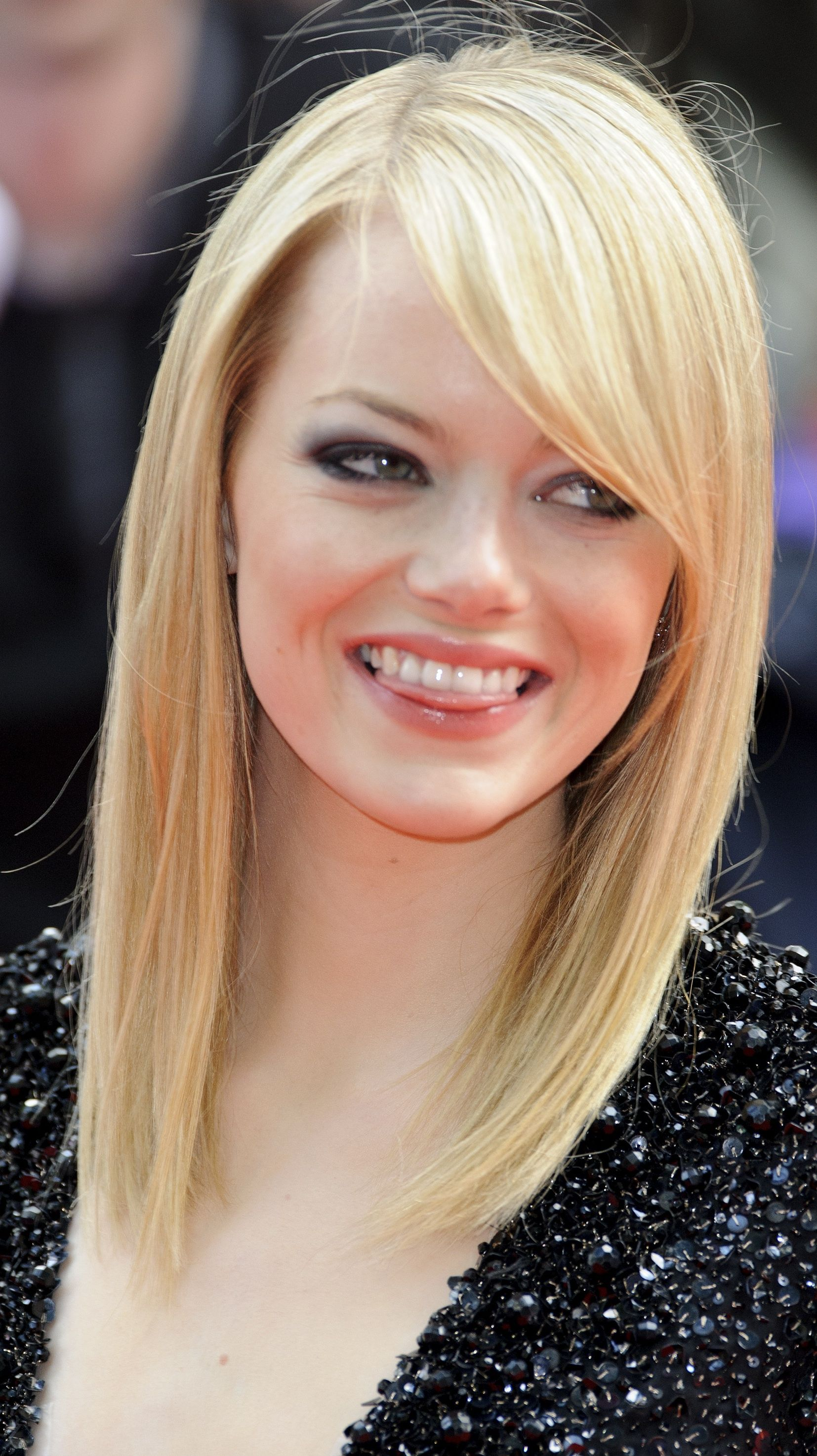 Hairstyle According To My Face The Best Bang Hairstyles For Your Face Shape Haircuts With Bangs