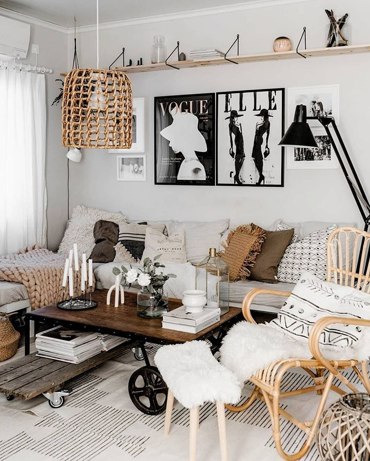 We Are Obsessed With How Home By Piirto Has Styled Her Fy Prints Link In Bio Interi Simple Living Room Farm House Living Room Home Decor