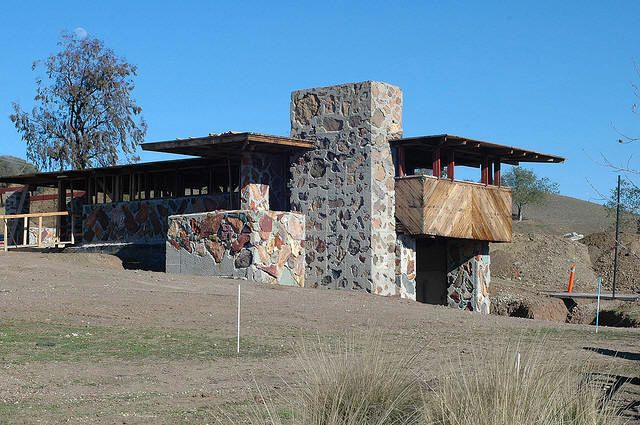 Flw arch oboler house eaglefeather 1941 malibu for Frank lloyd wright california