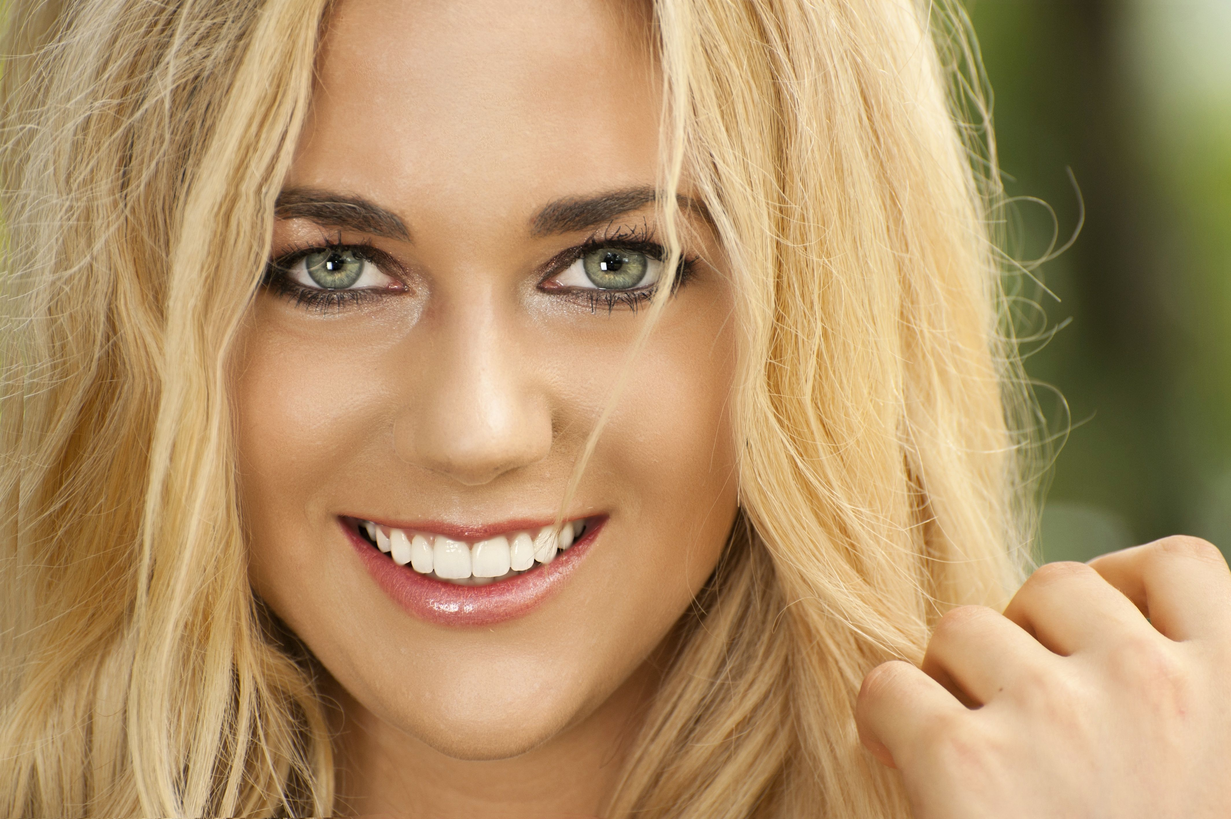 Cosmetic dentistry and signature smile by thomas e