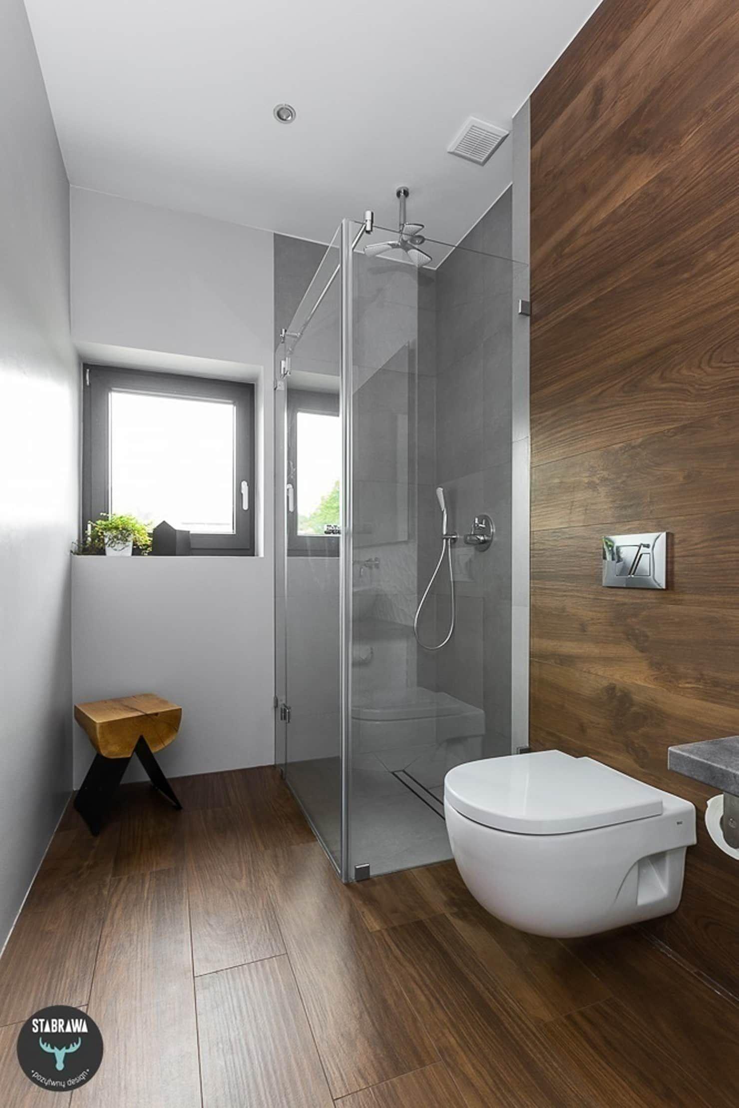 Skandinavische Badezimmer Von Stabrawa Pl Skandinavisch Kleines Bad Umbau Badezimmer Und Badezimmer Innenausstattung