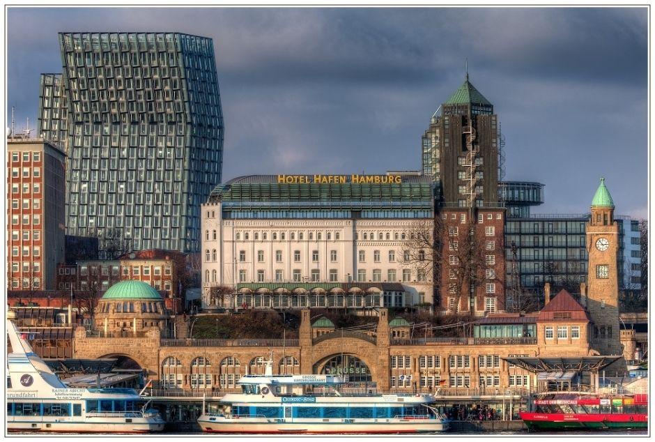 Hamburg - Hotel Hafen Hamburg, Landungsbrücken, Tanzende ...
