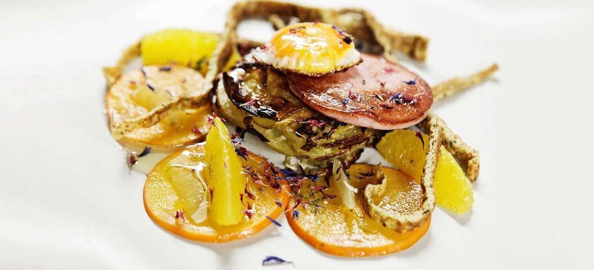 Rezept Tipp: Gebratene Wurst / Ei / Kartoffel / Kaki - Falstaff