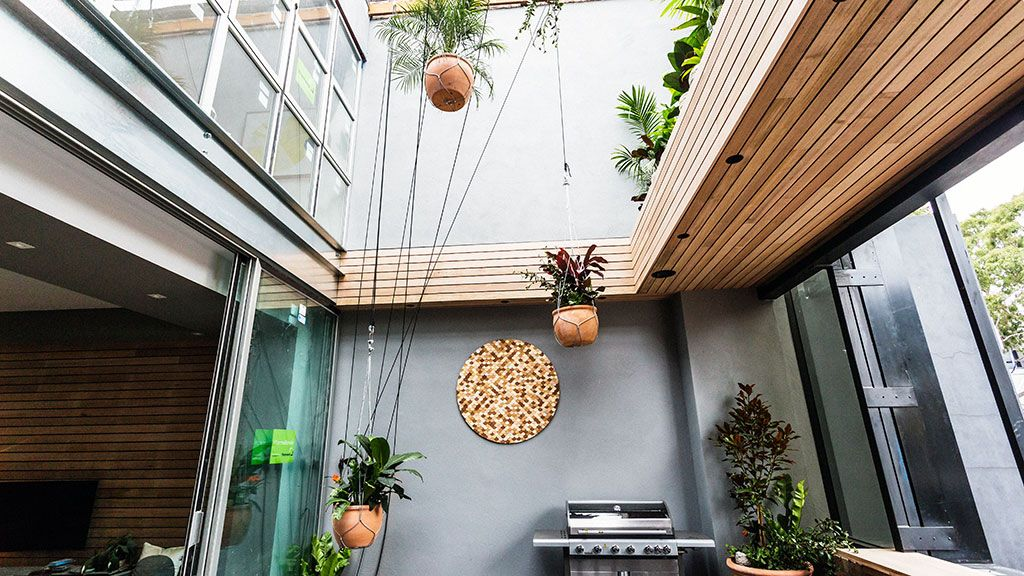 "Shannon and Simon's terrace divided the judges due largely to their ""killer pots"" hanging over head."