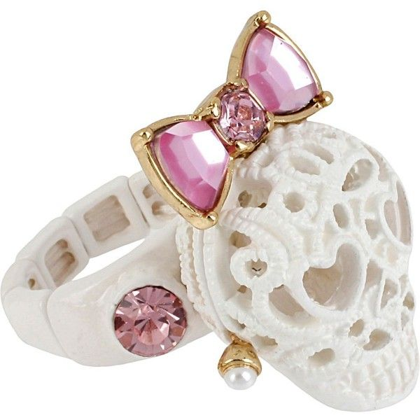 Betsey Johnson Lace Skull Stretch Ring (225 NOK) ❤ liked on Polyvore featuring jewelry, rings, accessories, white, stretch rings jewelry, bow rings, wide band rings, white jewelry and long rings