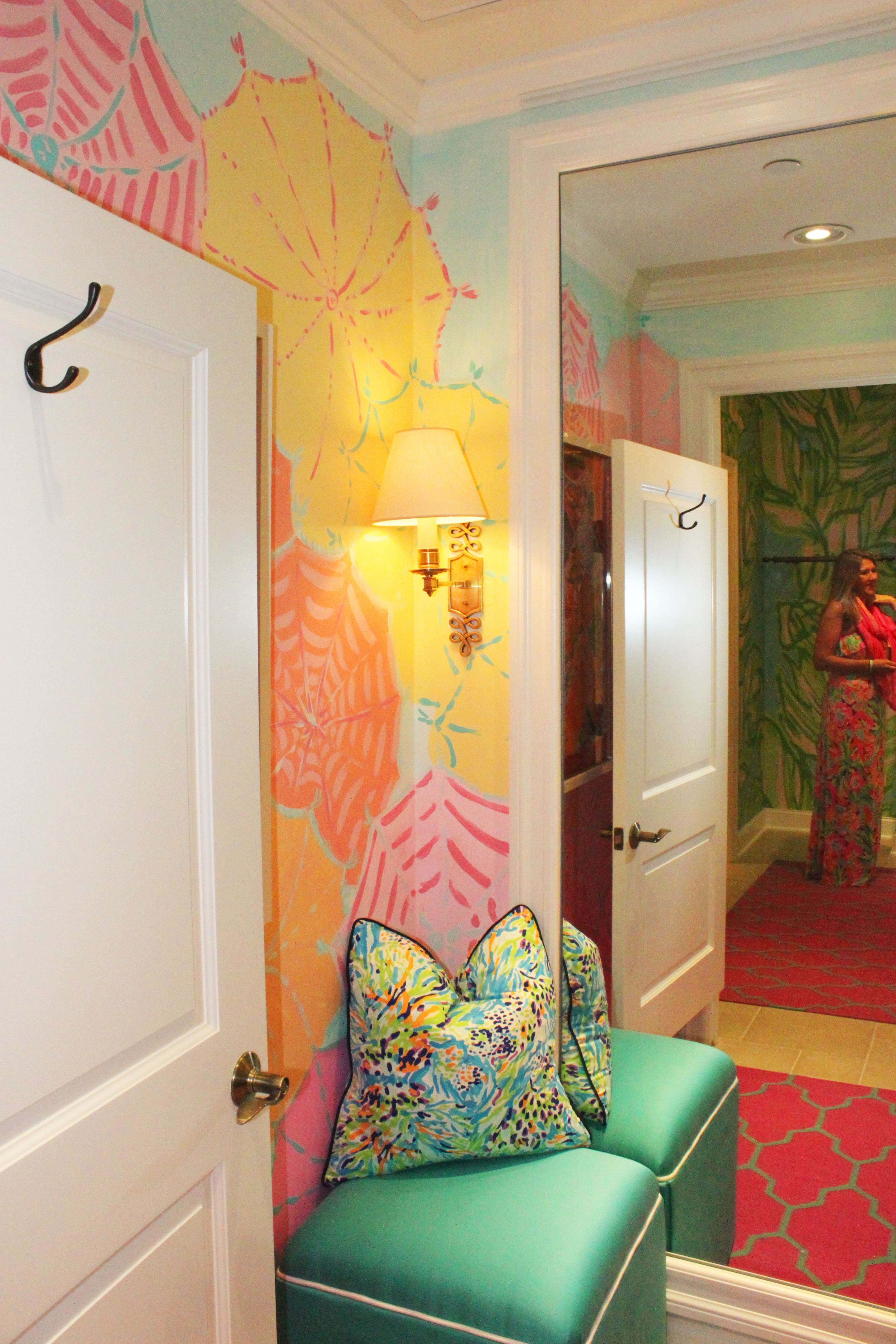 Dressing Room in Lilly Pulitzer Waterside in Naples | Lilly Retail ...