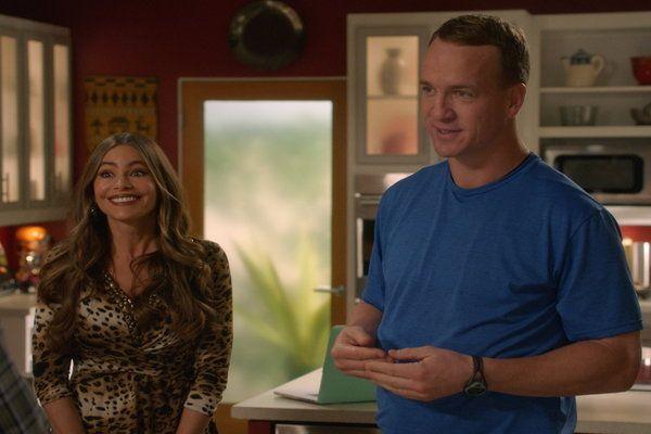 Watch Modern Family Season 08 Episode 13 Hulu Modern Family Mens Tops Online