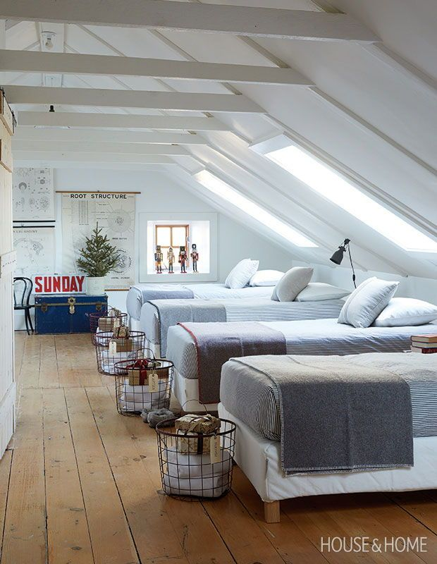 These Charming Country Homes Capture The Magic Of Christmas Country House Decor Home Bunk House