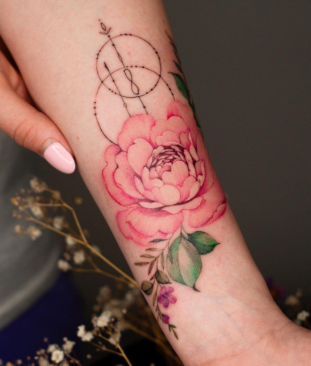 Anna Botyk в Instagram: «Пион 💖 . Made with the support of @tattoofixcare 🌸 . #tattoo #tattooart #tattooedgirl #tattooistartmag #tattooedlife #tattoolove…»
