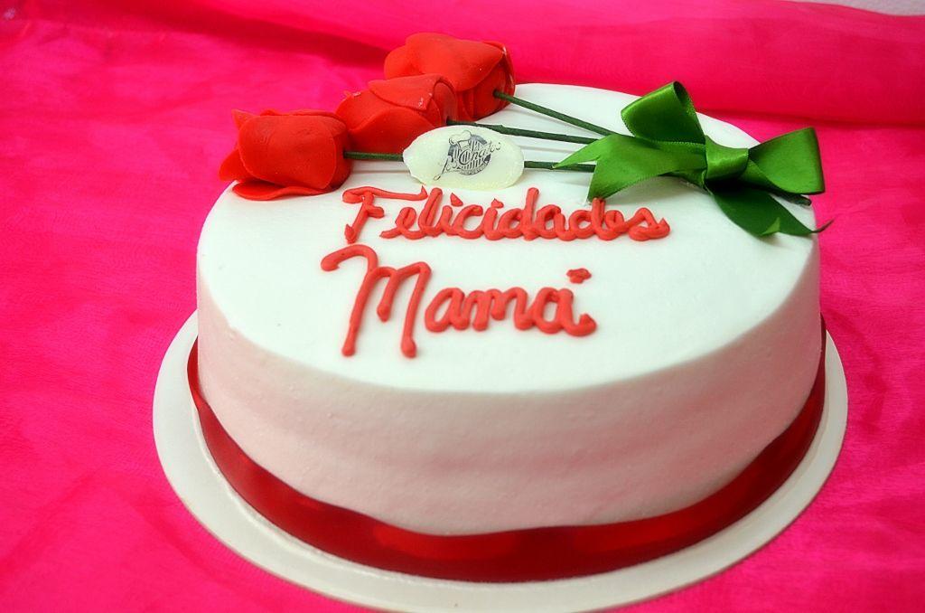 Pastel de chocoqueso decoraci n de ramo de rosas rojas - Decoracion dia de la madre ...