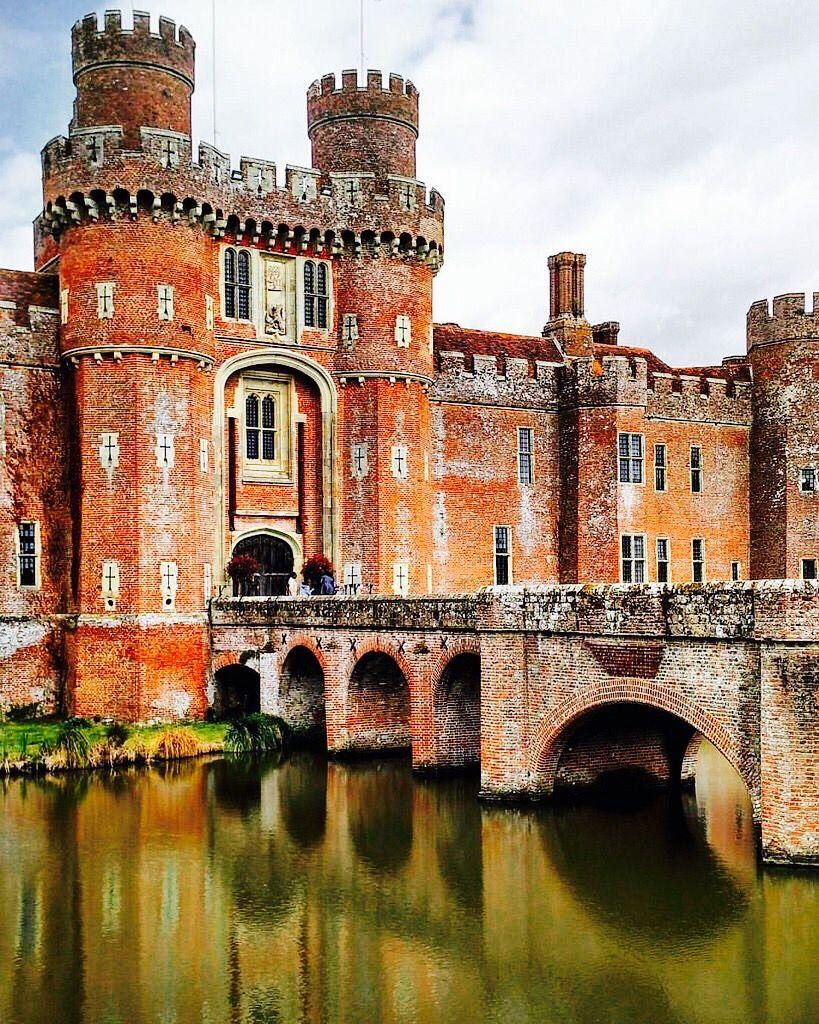 верандой фото красивых старинных английских замков следующие фотографии