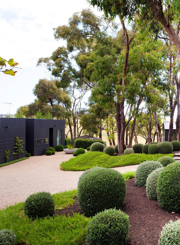 A manicured garden on Victoria's Mornington Peninsula ...