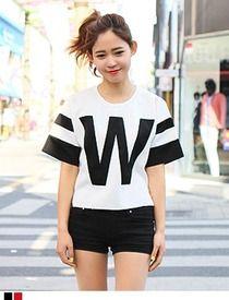 Today's Hot Pick :Wスリーブライン5分袖Tシャツ http://fashionstylep.com/SFSELFAA0012884/hkm0977jp/out 最近人気のスポーツテイストTシャツです。 Wのロゴとスリーブラインがアクセント☆ 今シーズン流行のスポーツテイストアイテムです。 ガーリーなフレアスカートやショートパンツのコーデが◎ 型崩れしにくいクッション性の高いポリ素材を使用しました。 ◆2色:アイボリー×ブラック/アイボリー×レッド