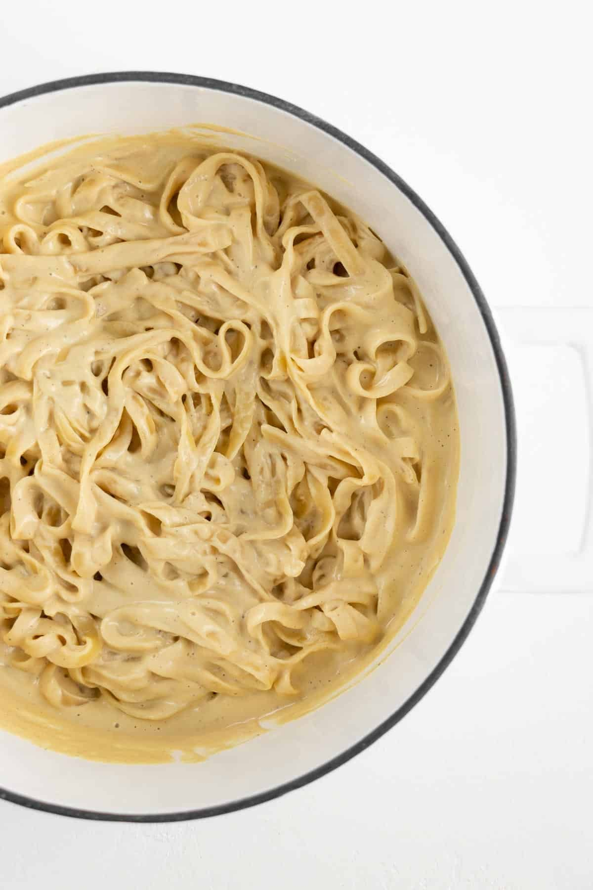The Best Vegan Fettuccine Alfredo Pasta That S Creamy Healthy And So Easy To Make The Dairy In 2020 Vegan Fettuccine Alfredo Vegan Alfredo Dairy Free Alfredo Sauce
