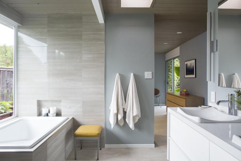 Modern Neutral Decor In California Home Modern Neu California Decor Home Modern Neutral P Bathroom Interior Design Modern Bathroom Design Bathroom Design