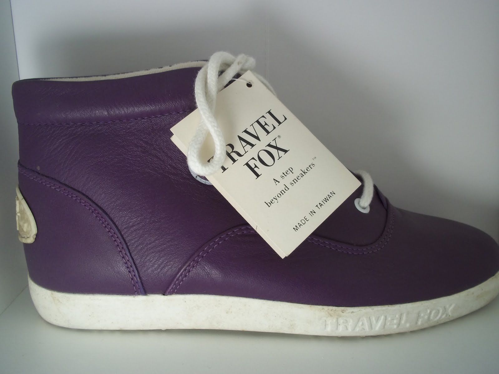 f2a59823bca travel fox sneakers
