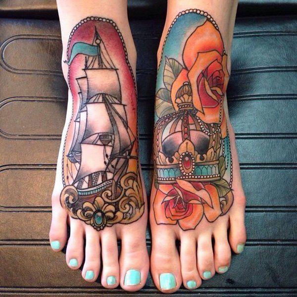 Tatuagem de Coroa |  Barco e Rosas no Pé em Oldschool
