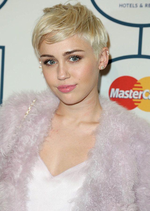 Miley Cyrus Style Clive Davis Pre Grammys Gala Jolene Blonde Hair Dark Eyebrows Short Hair Styles Short Hair Styles Pixie