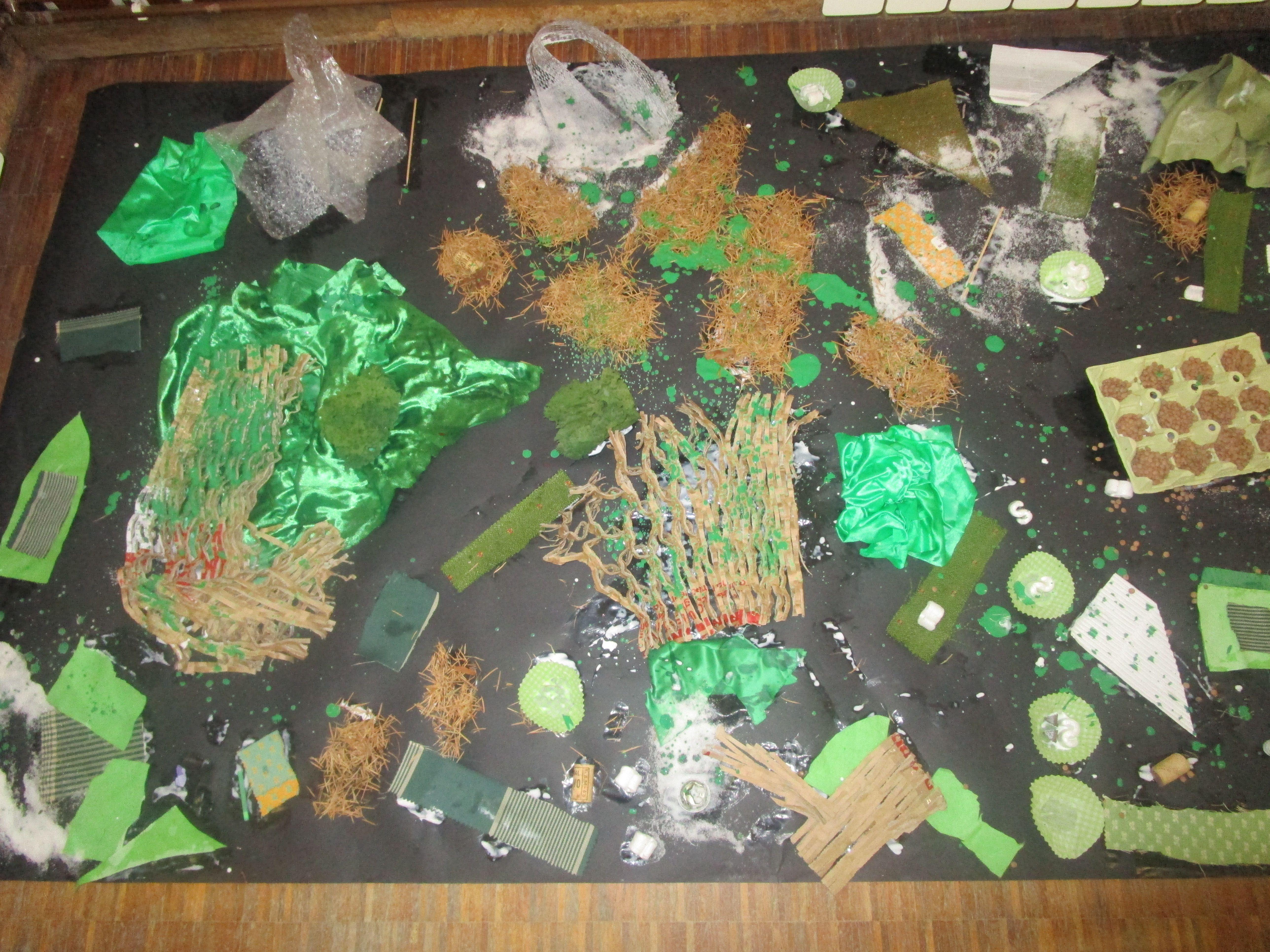 Collage de diferents materials de color verd