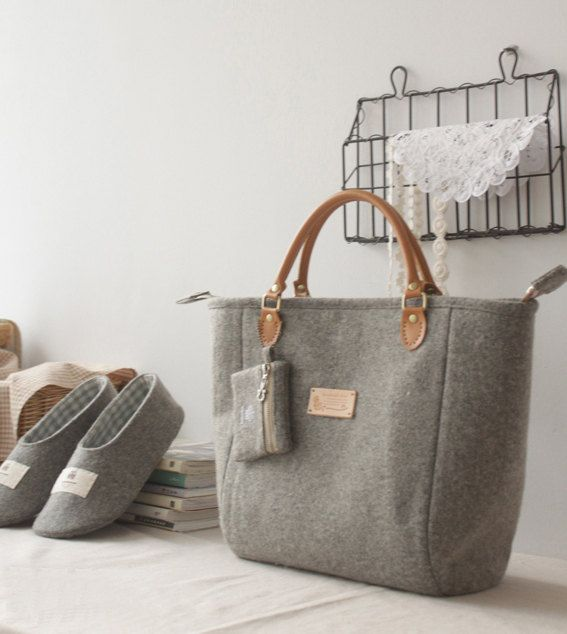 Artículos similares a Felt bag/ ECO Felt/ Handbag / Shoulder bag / Laptop/ Wool Felt  Toto Bag/ Purse/ Grey en Etsy