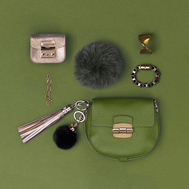 Go green. #furlafeeling #fashion #furlaclub #whatsinmybag