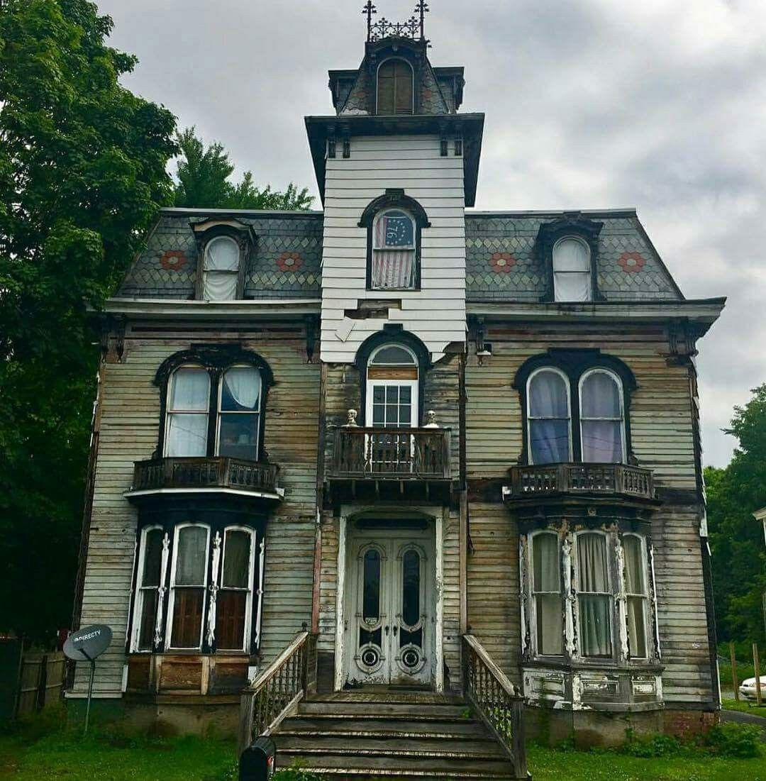 Kinda Eerie But Cool Abandoned Houses Old Victorian Homes Victorian Homes