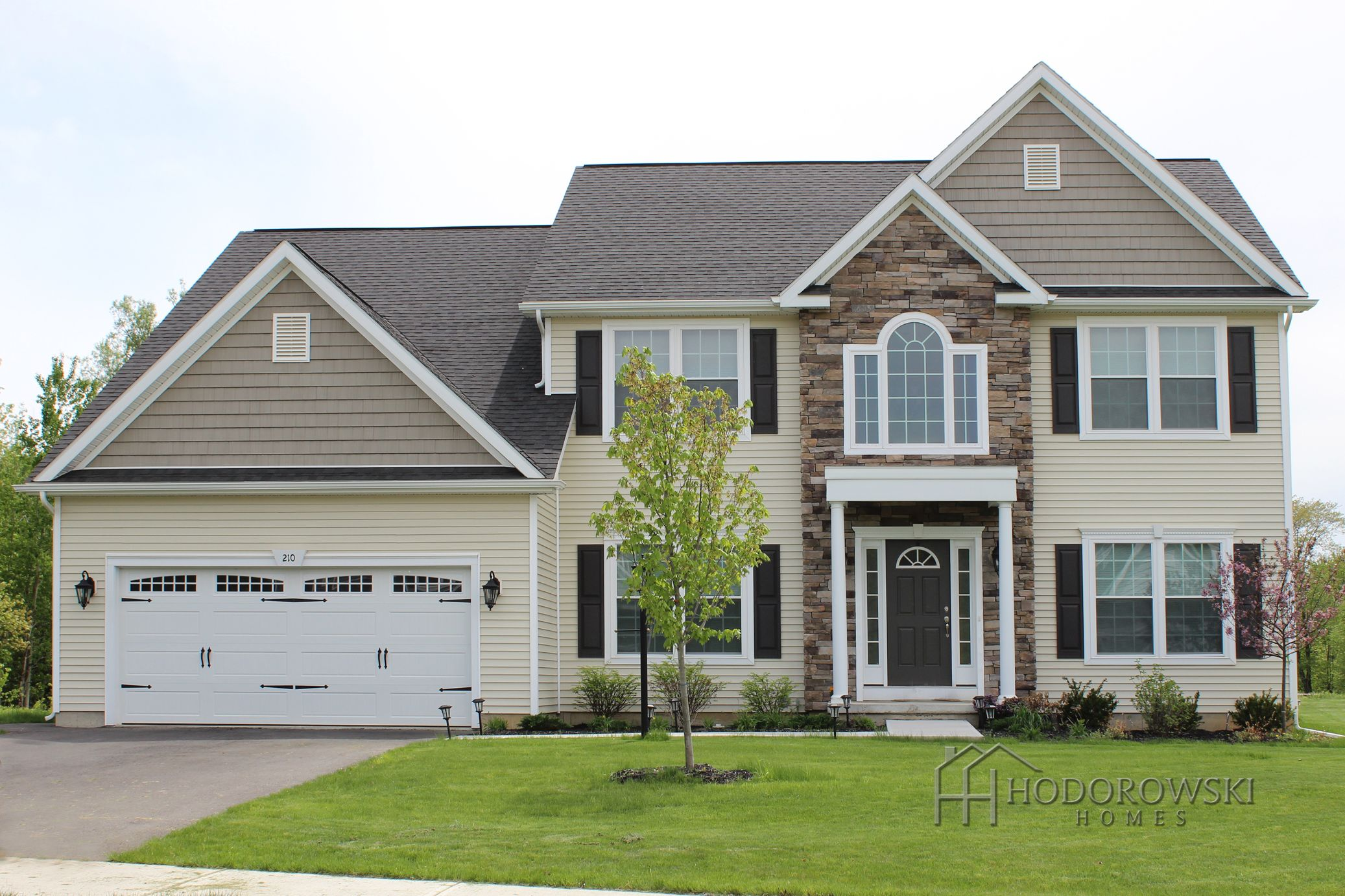What A Beautiful Color Combination This Country Manor Design Chose Almond Vinyl Siding High Sierr Vinyl Siding House Siding Colors For Houses House Siding