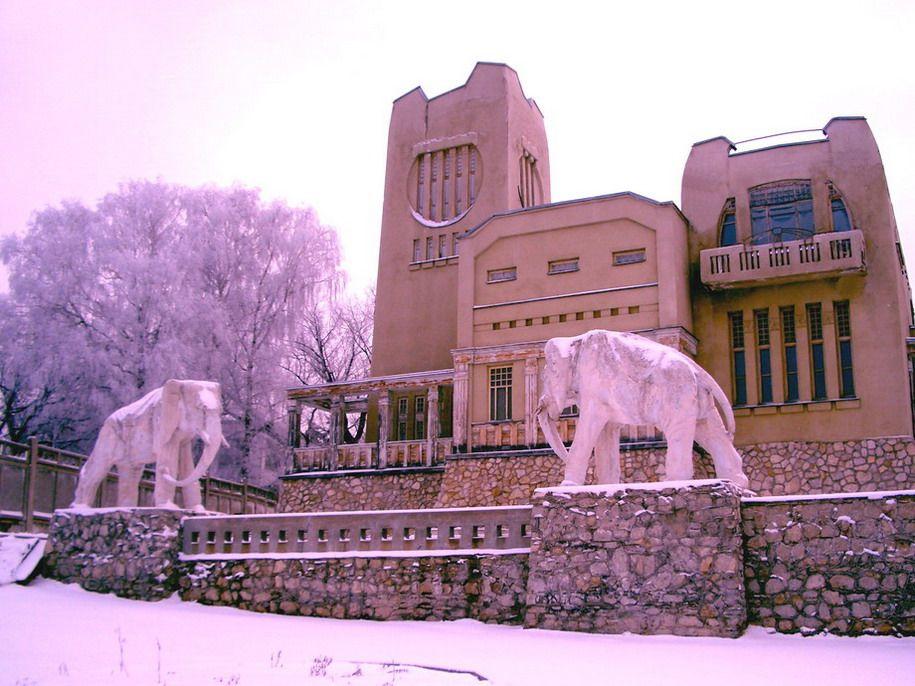 House with elephants - K. Golovkin's Villa, Russia, Samara city, Soviet Army street, 292 (bank of the Volga river), architect. Konstantin Golovkin and Valentin Toepfer, 1908-1909.