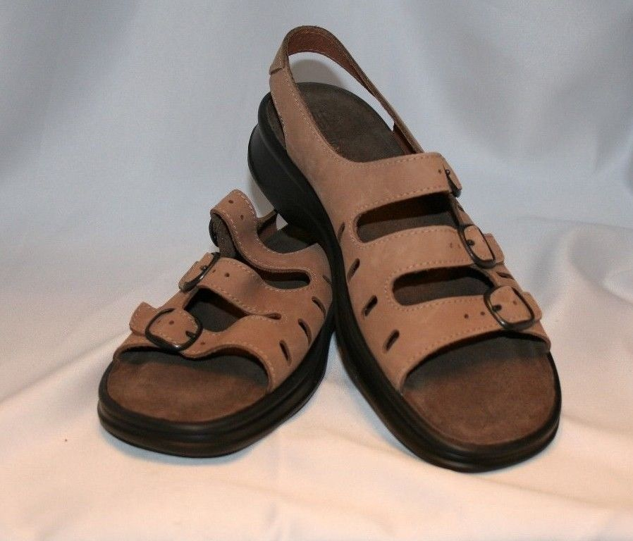 CLARKS SUNBEAT Women's 8M Taupe Beige Leather 3 Strap Sandals Slingback NICE! #Clarks #Strappy