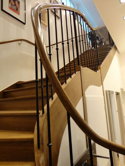 rampe escalier escalier avec rampe ce qu 39 il faut savoir et comment choisir foyers. Black Bedroom Furniture Sets. Home Design Ideas