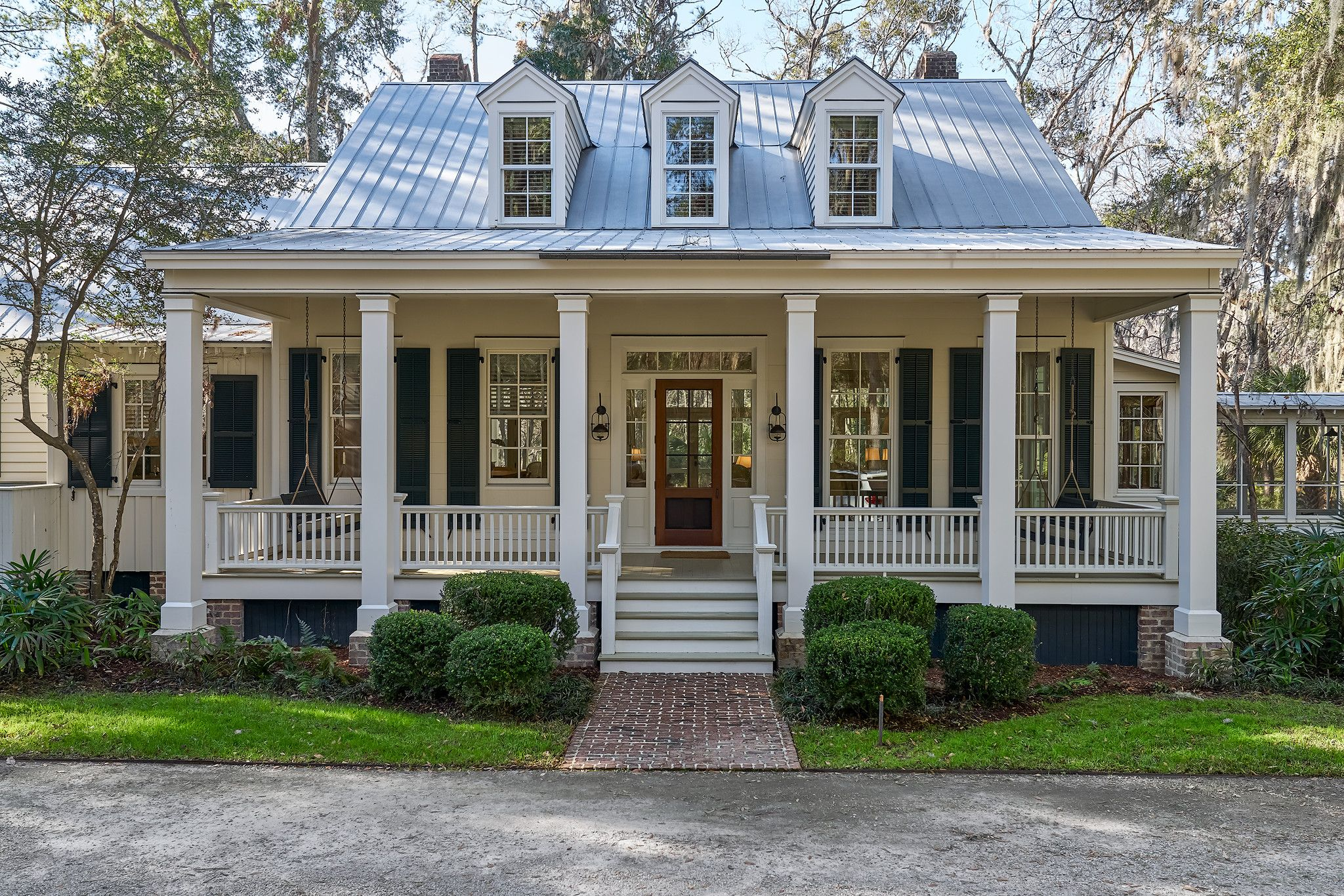 7 Rice Gate Circle Spring Island Southern House Plans House With Porch Country House Decor