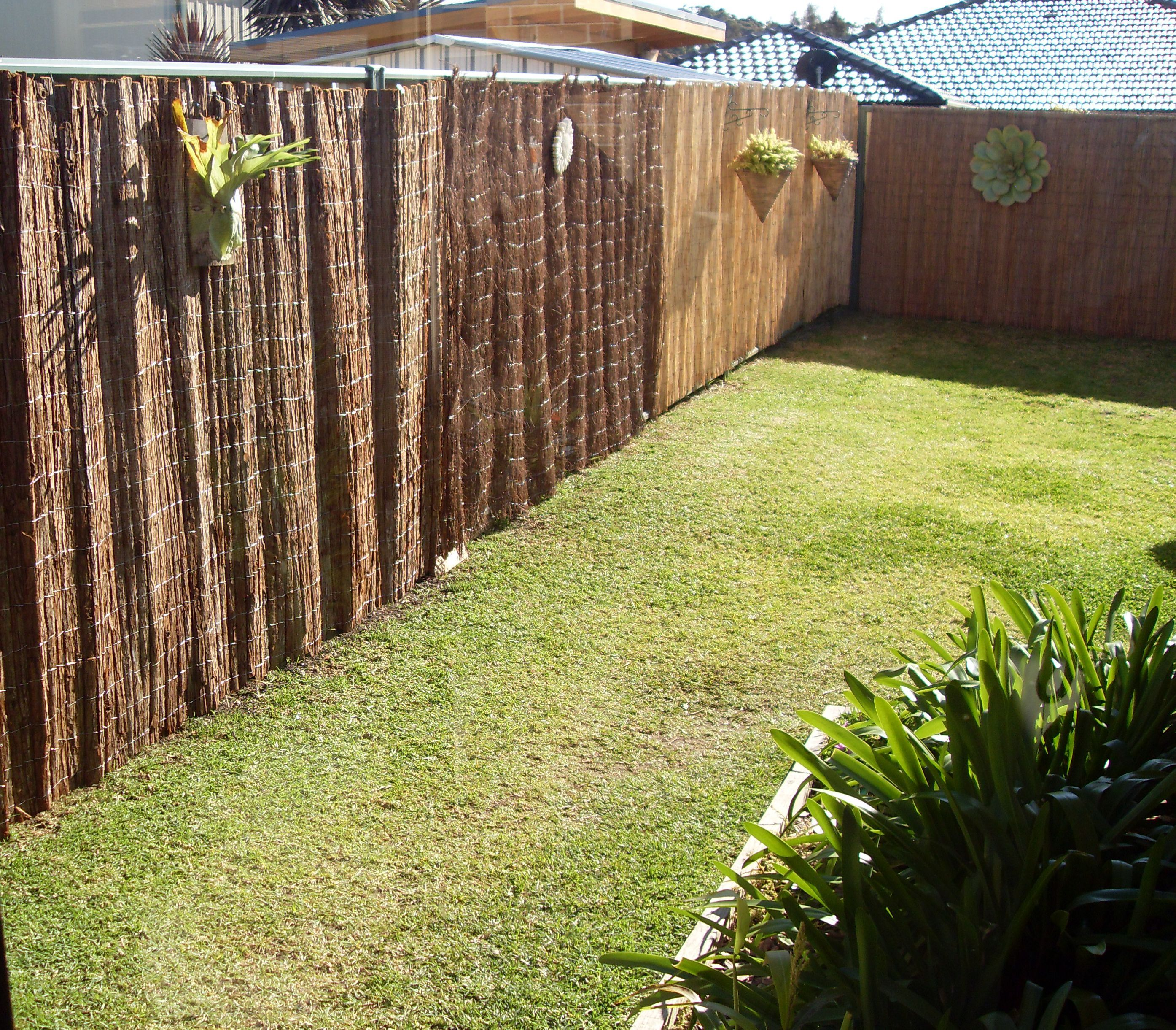 no drill solution to hang screen fencing on colorbond© steel
