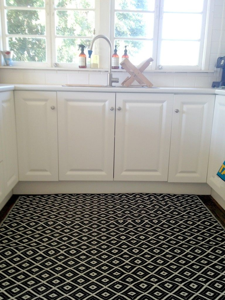 Black And White Geometric Rug In The Kitchen It S Plastic People