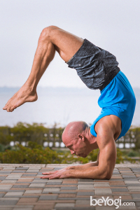 a short yoga guide for yoga men outfit yogamenoutfit