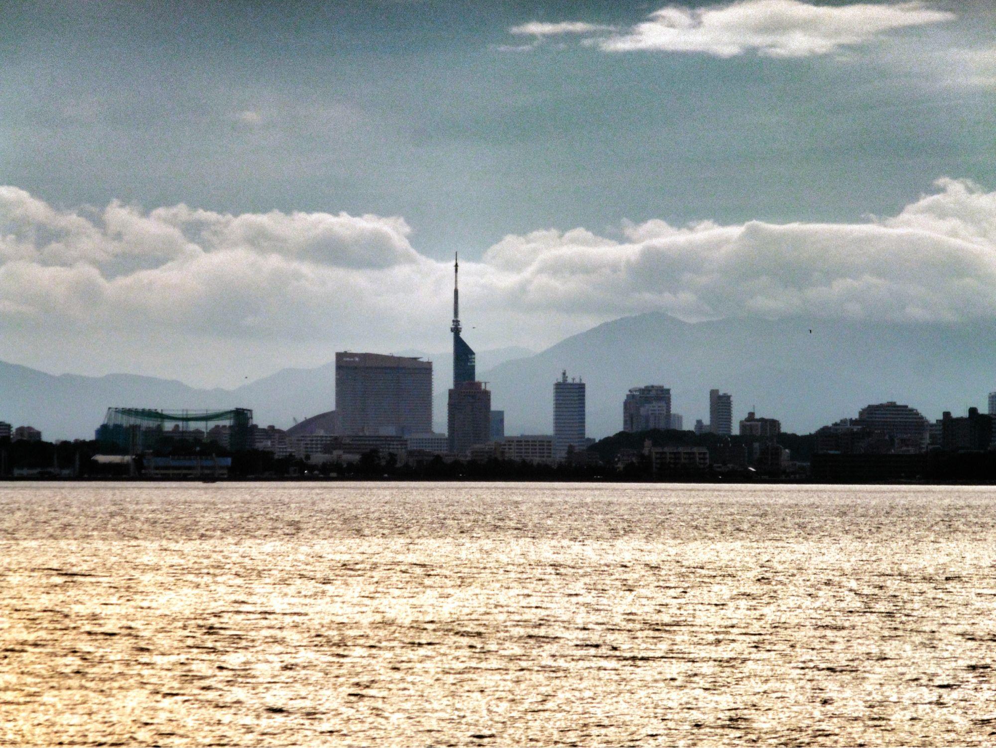 18  Aug. 6:00 福岡タワー群です。around Fukuoka tower ( Cloudy Morning Now at Hakata bay in Japan )