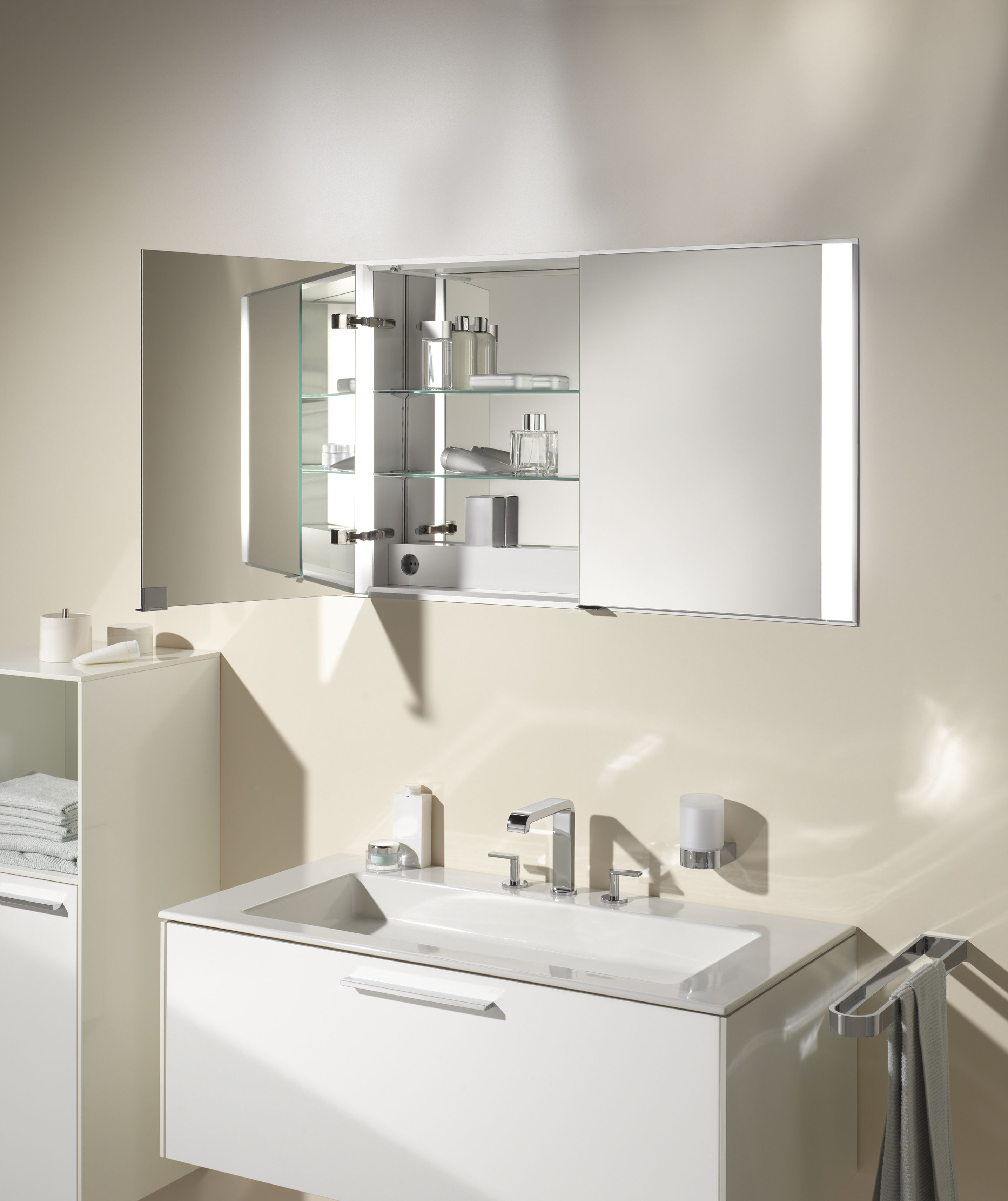 Keuco Royal 60 Bathroomfurniture Architecture Design Badezimmer Schrank Badezimmer Schrank Tipps