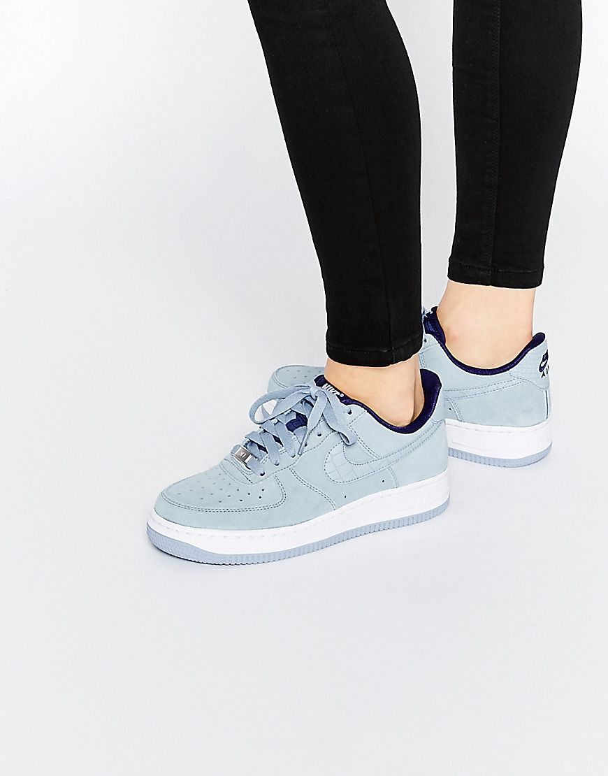 Zapatillas de deporte de ante gris claro Air Force 1'07 de Nike at asos.com